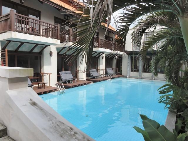 Oriental: Pool